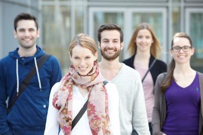 Campus Hörsaal Gruppe Studierende Web CMS Wordpress Teaser Sanacorp.de